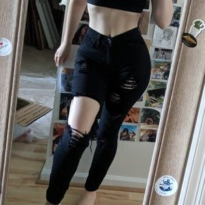 🌸 NWOT FN Black Ripped High-Waisted Jeans